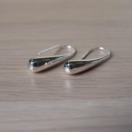 Елегантни сребърни обеци висулка