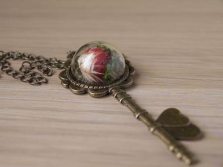 "Медальон ""Crystal Key"" с цвете"