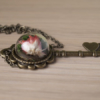 "Стъклен медальон ""Crystal Key"" с цвете"