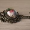 "Стъклен медальон ""Crystal Key"" - близък план"