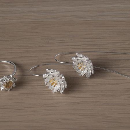 Сребърни обеци Lotos с пръстен, част от колекцията Лотос